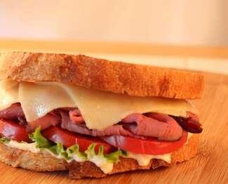 Black Diamond® Cheddar and Roast Beef Sandwich with Horseradish Dressing